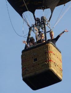 Die beste Zeit für eine Heißluftballonfahrt und die frische Luft ein atmen